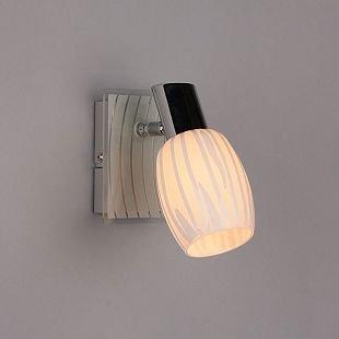 Omnilux Christian OML-21201-01 Настенный светильник браОдиночные<br>Светильники-споты – это оригинальные изделия с современным дизайном. Они позволяют не ограничивать свою фантазию при выборе освещения для интерьера. Такие модели обеспечивают достаточно качественный свет. Благодаря компактным размерам Вы можете использовать несколько спотов для одного помещения. <br>Интернет-магазин «Светодом» предлагает необычный светильник-спот Omnilux OML-21201-01 по привлекательной цене. Эта модель станет отличным дополнением к люстре, выполненной в том же стиле. Перед оформлением заказа изучите характеристики изделия. <br>Купить светильник-спот Omnilux OML-21201-01 в нашем онлайн-магазине Вы можете либо с помощью формы на сайте, либо по указанным выше телефонам. Обратите внимание, что у нас склады не только в Москве и Екатеринбурге, но и других городах России.<br><br>S освещ. до, м2: 2<br>Тип лампы: накал-я - энергосбер-я<br>Тип цоколя: E14<br>Цвет арматуры: серебристый<br>Количество ламп: 1<br>Ширина, мм: 80<br>Размеры: W 80 H 170 Выступ 160<br>Выступ, мм: 160<br>Высота, мм: 170<br>MAX мощность ламп, Вт: 40