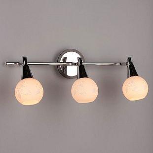 Omnilux Thierry OML-21501-03 Настенный светильник браТройные<br>Светильники-споты – это оригинальные изделия с современным дизайном. Они позволяют не ограничивать свою фантазию при выборе освещения для интерьера. Такие модели обеспечивают достаточно качественный свет. Благодаря компактным размерам Вы можете использовать несколько спотов для одного помещения.  Интернет-магазин «Светодом» предлагает необычный светильник-спот Omnilux OML-21501-03 по привлекательной цене. Эта модель станет отличным дополнением к люстре, выполненной в том же стиле. Перед оформлением заказа изучите характеристики изделия.  Купить светильник-спот Omnilux OML-21501-03 в нашем онлайн-магазине Вы можете либо с помощью формы на сайте, либо по указанным выше телефонам. Обратите внимание, что у нас склады не только в Москве и Екатеринбурге, но и других городах России.<br><br>S освещ. до, м2: 6<br>Тип лампы: накал-я - энергосбер-я<br>Тип цоколя: E14<br>Цвет арматуры: серебристый<br>Количество ламп: 3<br>Ширина, мм: 500<br>Размеры: W 500 H 220<br>Выступ, мм: 150<br>Высота, мм: 220<br>MAX мощность ламп, Вт: 40