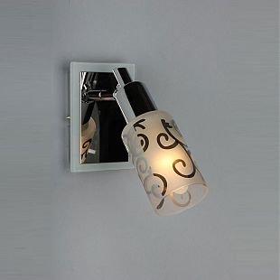 Omnilux Tripoly OML-23201-01 Светильник поворотный спотОдиночные<br>Светильники-споты – это оригинальные изделия с современным дизайном. Они позволяют не ограничивать свою фантазию при выборе освещения для интерьера. Такие модели обеспечивают достаточно качественный свет. Благодаря компактным размерам Вы можете использовать несколько спотов для одного помещения. <br>Интернет-магазин «Светодом» предлагает необычный светильник-спот Omnilux OML-23201-01 по привлекательной цене. Эта модель станет отличным дополнением к люстре, выполненной в том же стиле. Перед оформлением заказа изучите характеристики изделия. <br>Купить светильник-спот Omnilux OML-23201-01 в нашем онлайн-магазине Вы можете либо с помощью формы на сайте, либо по указанным выше телефонам. Обратите внимание, что у нас склады не только в Москве и Екатеринбурге, но и других городах России.<br><br>S освещ. до, м2: 2<br>Тип лампы: накал-я - энергосбер-я<br>Тип цоколя: E14<br>Цвет арматуры: серебристый хром/белый<br>Количество ламп: 1<br>Ширина, мм: 80<br>Размеры: H 180 W 80<br>Выступ, мм: 210<br>Высота, мм: 180<br>MAX мощность ламп, Вт: 40