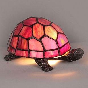 Omnilux Tortoise OML-81114-01 Лампа настольнаяТиффани<br>Настольная лампа – это не просто источник дополнительного освещения, но и оригинальный элемент декора. Его можно установить в спальне, гостиной, кабинете и других комнатах. Интернет-магазин «Светодом» предлагает настольные лампы разных стилей по доступным ценам. Благодаря большому ассортименту Вы обязательно найдете в нашем каталоге именно ту модель, которую искали.   Настольная лампа Omnilux OML-81114-01 – прекрасный вариант для завершения интерьера. Ее можно включить одновременно с люстрой для более яркого освещения или без нее для создания уютной атмосферы, настраивающей на отдых.   Купить настольную лампу Omnilux OML-81114-01 Вы можете с помощью виртуальной «Корзины» или по контактным номерам, указанным на сайте.<br><br>Тип лампы: накал-я - энергосбер-я<br>Тип цоколя: E14<br>Количество ламп: 1<br>Ширина, мм: 130<br>Размеры: W 130 L 200 H 120<br>Высота, мм: 120<br>MAX мощность ламп, Вт: 40