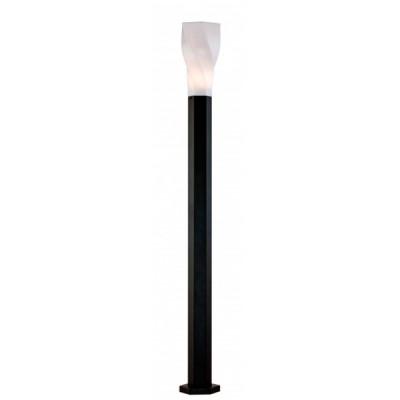 Светильник Maytoni S106-120-61-BОдиночные столбы<br>Обеспечение качественного уличного освещения – важная задача для владельцев коттеджей. Компания «Светодом» предлагает современные светильники, которые порадуют Вас отличным исполнением. В нашем каталоге представлена продукция известных производителей, пользующихся популярностью благодаря высокому качеству выпускаемых товаров.   Уличный светильник Maytoni S106-120-61-B не просто обеспечит качественное освещение, но и станет украшением Вашего участка. Модель выполнена из современных материалов и имеет влагозащитный корпус, благодаря которому ей не страшны осадки.   Купить уличный светильник Maytoni S106-120-61-B, представленный в нашем каталоге, можно с помощью онлайн-формы для заказа. Чтобы задать имеющиеся вопросы, звоните нам по указанным телефонам.<br><br>Тип лампы: Накаливания / энергосбережения / светодиодная<br>Тип цоколя: E27<br>Цвет арматуры: черный<br>Диаметр, мм мм: 123<br>Высота, мм: 1200