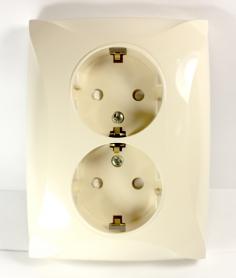 Lexel Дуэт бежевый Розетка двойная с заземлением с защитными шторками (SE WDE000226)Бежевый<br><br><br>Оттенок (цвет): бежевый