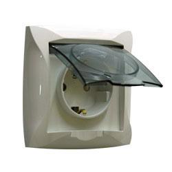 Lexel Дуэт бежевый Розетка с заземлением со шторками с крышкой IP44, в сборе (SE WDE000248)Бежевый<br><br><br>Тип товара: розетка 220V<br>Оттенок (цвет): бежевый