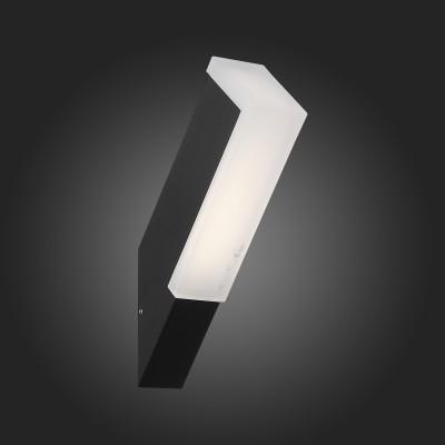 Светильник St Luce SL096.411.02Настенные<br>Модели коллекции Posto создадут комфортное освещение на участке загородного дома, клуба, гостиницы или административного здания, заполнят пространство светом и уютом. Основания светильников изготовлены из металла и окрашены в чёрный цвет. Источник света LED закрыт белым матовым акрилом. Модели коллекции Posto даже осенний вечер сделают уютным и приятным.<br><br>Цветовая t, К: 4000<br>Тип лампы: LED<br>Тип цоколя: LED<br>Цвет арматуры: черный<br>Ширина, мм: 44<br>Расстояние от стены, мм: 275<br>Высота, мм: 77<br>MAX мощность ламп, Вт: 4