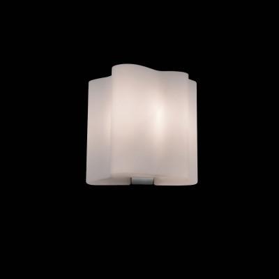 Светильник бра St luce SL116.511.01Хай-тек<br>Касаемо коллекции модели St luce SL116.511.01 хотелось бы отметить основные моменты: Оригинальные дизайнерские плафоны волнообразной формы в серии Onde никого не оставят равнодушными. Они будут изящно смотреться как в интерьере модерн, так и в стиле хай-тек. Плафоны предлагаются в двух вариантах: белое матовое стекло и белое глянцевое стекло с изящными полосками в структуре стекла. Каждый плафон изготавливается вручную, поэтому форма каждого плафона является уникальной и неповторимой. Эта коллекция приходится по вкусу многим дизайнерам и покупателям из-за компактности, пропорций, практичности и стильных форм.<br><br>S освещ. до, м2: 4<br>Крепление: планка<br>Тип лампы: накаливания / энергосбережения / LED-светодиодная<br>Тип цоколя: E27<br>Количество ламп: 1<br>Ширина, мм: 160<br>MAX мощность ламп, Вт: 60<br>Длина, мм: 110<br>Расстояние от стены, мм: 110<br>Высота, мм: 150<br>Поверхность арматуры: матовая<br>Оттенок (цвет): серебристный<br>Цвет арматуры: белый