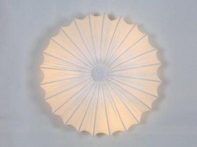 Светильник потолочный St luce SL351.052.05Круглые<br>Касаемо коллекции модели St luce SL351.052.05 хотелось бы отметить основные моменты: Tessile-серия светильников с тканевыми абажурами в двух изысканных вариантах цвета. Основания светильников выполнены из металла с покрытием хром. Особенностью коллекции является абажур из жатого шелка, который за счет специальной обработки сохраняет свой оригинальный цвет и прочность. Благодаря простым и элегантным формам, люстры коллекции Tessile гармонично впишутся во многие современные интерьеры.<br><br>S освещ. до, м2: 13<br>Крепление: планка<br>Тип лампы: накаливания / энергосбережения / LED-светодиодная<br>Тип цоколя: E27<br>Количество ламп: 5<br>Ширина, мм: 600<br>MAX мощность ламп, Вт: 40<br>Диаметр, мм мм: 600<br>Длина, мм: 600<br>Высота, мм: 200<br>Поверхность арматуры: глянцевая<br>Оттенок (цвет): белый<br>Цвет арматуры: белый