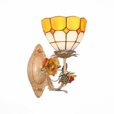 Бра St luce SL371.851.01 VetratoФлористика<br>Модели Vetrato из витражного стекла выполнены в стиле, разработанном Луисом Тиффани ещё 150 лет назад. И сегодня эти люстры не выходят из моды, подчеркивая высокий статус и художественный вкус своих владельцев. Светильники станут ярким акцентом интерьеров в стиле кантри, Арт Нуво.<br><br>Крепление: планка<br>Тип лампы: накаливания / энергосбережения / LED-светодиодная<br>Тип цоколя: E14<br>Количество ламп: 1<br>Ширина, мм: 220<br>Расстояние от стены, мм: 250<br>Высота, мм: 350<br>MAX мощность ламп, Вт: 40
