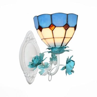 Бра St luce SL372.951.01 LavoroФлористика<br>Модели коллекции Lavoro очень красивы. Неспроста они начали свой путь в мире дизайна из ателье ювелирного дома Тиффани. И металлическое основание, окрашенное в белый и голубой цвета, и стеклянные плафоны из разноцветного витражного стекла изготовлены вручную. Светильники станут настоящим украшением зала, гостиной, спальни, оформленных в стиле Арт Нуво.<br><br>Крепление: планка<br>Тип лампы: накаливания / энергосбережения / LED-светодиодная<br>Тип цоколя: E14<br>Количество ламп: 1<br>Ширина, мм: 220<br>MAX мощность ламп, Вт: 40<br>Расстояние от стены, мм: 250<br>Высота, мм: 350