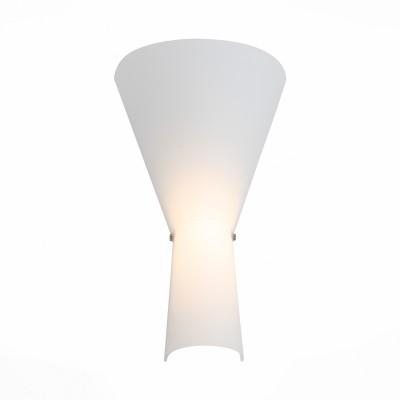 Светильник настенный St luce SL508.521.01Современные<br>Ванная комната - это помещение с повышенной температурой и влажностью, поэтому специалисты рекомендуют устанавливать там влагозащитные светильники и быть уверенными в том, что они прослужат долго и безопасно. Данная практика стала повсеместной у европейских пользователей. Светильники для ванных комнат коллекции  Pasticca имеют степень влагозащиты IP44. Плафон выполнен из белого матового стекла и окантовки из прозрачного стекла.<br><br>Цветовая t, К: 4000<br>Тип лампы: LED<br>Тип цоколя: LED<br>Цвет арматуры: белый<br>Количество ламп: 1<br>Ширина, мм: 245<br>Расстояние от стены, мм: 120<br>Высота, мм: 420<br>MAX мощность ламп, Вт: 8