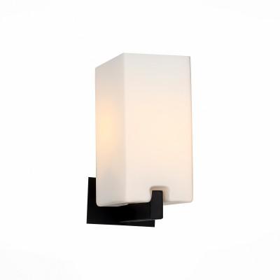 Светильник St luce SL541.401.01Хай-тек<br>Люстры коллекции Caset украсят интерьер зала. кабинета,спальни, гостиной в стиле хай-тек или минимализм. Металлическое основание черного цвета или цвета «серебро» и белые матовые стеклянные плафоны четкой геометрической формы прекрасно сочетаются в этих люстрах.<br><br>S освещ. до, м2: 2<br>Крепление: планка<br>Тип лампы: накаливания / энергосбережения / LED-светодиодная<br>Тип цоколя: E27<br>Количество ламп: 1<br>Ширина, мм: 110<br>MAX мощность ламп, Вт: 40<br>Длина, мм: 170<br>Расстояние от стены, мм: 170<br>Высота, мм: 235<br>Поверхность арматуры: матовая<br>Цвет арматуры: черный