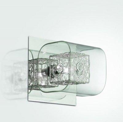 Светильник настенный St luce SL602.101.01Архив<br>Настенный светильник St luce SL602.101.01 станет желанным приобретением для любителей стиля «хай-тек»! Современная, «геометрическая» форма, галогенный источник света, «металлический» оттенок, эффектно сочетаются с хрустальной частью конструкции, придавая ей «изюминку» и оригинальность. Бра может служить не только в качестве подсветки, но и самостоятельным элементом декора комнаты. Чтобы интерьер выглядел гармоничным, стильным и совершенным, рекомендуем Вам использовать светильник в комплекте из нескольких экземпляров, а также люстрой этой же серии.<br><br>S освещ. до, м2: 2<br>Тип лампы: галогенная / LED-светодиодная<br>Тип цоколя: G9<br>Цвет арматуры: хром, прозрачное стекло, хрусталь<br>Количество ламп: 1<br>Ширина, мм: 160<br>Длина, мм: 150<br>Высота, мм: 160<br>Оттенок (цвет): хром, прозрачное стекло, хрусталь<br>MAX мощность ламп, Вт: 40