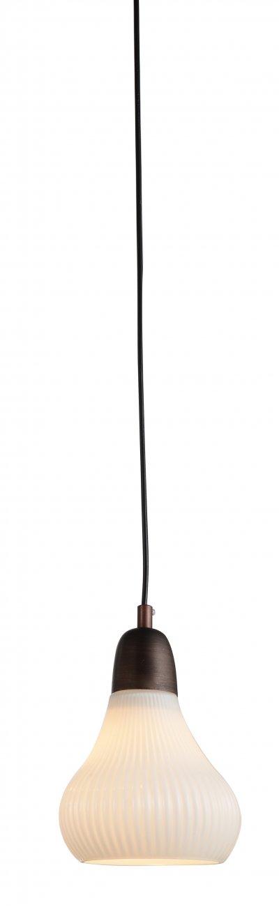 Светильник подвесной St luce SL712.083.01Одиночные<br>Если Вы настроены купить светильник модели SL71208301, то обратите внимание: Элегантная коллекция подвесных люстр Genio преобразит любую комнату и сделает ее интерьер современным и стильным. Очень эффектно смотрится металлическая арматура, окрашенная в оттенок темного кофе в сочетании с изысканными плафонами из глянцевого стекла . Такой универсальный дизайн дает возможность использовать модели коллекции Genio для помещения в любом стиле и с любой высотой потолков. Люстры, выполненные в лучших традициях современности, станут ярким штрихом для завершения продуманного интерьера.<br><br>S освещ. до, м2: 3<br>Крепление: на планку<br>Тип лампы: накаливания / энергосбережения / LED-светодиодная<br>Тип цоколя: E27<br>Количество ламп: 1<br>MAX мощность ламп, Вт: 60<br>Диаметр, мм мм: 160<br>Высота, мм: 230<br>Поверхность арматуры: матовая<br>Цвет арматуры: коричневый