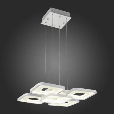 Светильник St Luce SL908.503.05Подвесные<br>Если Вы настроены купить светильник модели SL90850305, то обратите внимание: Глядя на люстры коллекции Compiuto, начинаешь по-настоящему осознавать, что пространство трёхмерно. Поддерживающие нити столь тонки, что кажется: вся композиция просто парит воздухе.<br>Идеальная геометрия рассеивателей, сочетание белого акрила и хромированного металла, сглаженные углы - все это придаёт ощущение упорядоченности и умиротворённости. Люстры из коллекции Compiuto обеспечивают мягкое равномерное освещение большого пространства, подходят для помещений с высокими потолками, могут использоваться в офисах и общественных организациях.<br><br>Установка на натяжной потолок: Да<br>S освещ. до, м2: 35<br>Цветовая t, К: 3000<br>Тип лампы: LED<br>Тип цоколя: LED<br>Ширина, мм: 460<br>MAX мощность ламп, Вт: 87<br>Длина, мм: 460<br>Высота, мм: 600