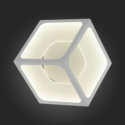 Светильник St Luce SL952.501.01Декоративные<br>Если Вы настроены купить светильник модели SL95250101, то обратите внимание: Эксклюзивная коллекция светильников Arcano наполнит дом светом и уютом. Основание светильника выполнено из металла,окрашенного в белый матовый цвет. Это позволяет обеспечить должную надежность, без визуального акцента. Металл в плафоне выполняет несколько иную функцию - пропуская световой поток, он символизирует жизненную силу и бесконечную энергию. Светильники коллекции Arcano хороши для смелых современных интерьеров и отличаются высокой степенью защиты от повреждений. Свет мягкий, равномерный. Свечение холодное, подходит для натяжных потолков.<br><br>S освещ. до, м2: 11<br>Цветовая t, К: 4000<br>Тип лампы: LED<br>Тип цоколя: LED<br>Ширина, мм: 400<br>Длина, мм: 400<br>Высота, мм: 400<br>MAX мощность ламп, Вт: 28
