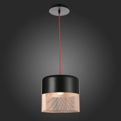 Светильник подвесной St luce SL976.403.01Одиночные<br>Если Вы настроены купить светильник модели SL97640301, то обратите внимание: Коллекция светильников Tondatto – это свежий взгляд для оформления уютного домашнего интерьера. Эти люстры можно было бы назвать классическими, если учитывать только форму и пропорции. Неожиданный черный матовый цвет, занимающий всю верхнюю часть плафона, добавляет гламурности коллекции, а изящная паутинка из медных нитей на матовом белом металле издалека кажется теплым вязаным чехлом, так уместным в узком семейном кругу. Лампа накаливания, которая предусмотрена в этой коллекции в качестве источника света, только добавляет душевности и без того умиротворённой атмосфере.<br><br>S освещ. до, м2: 3<br>Крепление: на планку<br>Тип лампы: накаливания / энергосбережения / LED-светодиодная<br>Тип цоколя: E27<br>Количество ламп: 1<br>MAX мощность ламп, Вт: 60<br>Диаметр, мм мм: 215<br>Длина цепи/провода, мм: 1100<br>Высота, мм: 275<br>Поверхность арматуры: матовая<br>Оттенок (цвет): Черный, медь<br>Цвет арматуры: черный