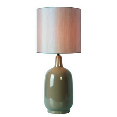 Светильник St Luce SL986.504.01Современные<br>Настольная лампа – это не просто источник дополнительного освещения, но и оригинальный элемент декора. Его можно установить в спальне, гостиной, кабинете и других комнатах. Интернет-магазин «Светодом» предлагает настольные лампы разных стилей по доступным ценам. Благодаря большому ассортименту Вы обязательно найдете в нашем каталоге именно ту модель, которую искали. <br> Настольная лампа St luce SL986.504.01 – прекрасный вариант для завершения интерьера. Ее можно включить одновременно с люстрой для более яркого освещения или без нее для создания уютной атмосферы, настраивающей на отдых. <br> Купить настольную лампу St luce SL986.504.01 Вы можете с помощью виртуальной «Корзины» или по контактным номерам, указанным на сайте.<br><br>Тип лампы: Накаливания / энергосбережения / светодиодная<br>Тип цоколя: E27<br>Количество ламп: 1<br>MAX мощность ламп, Вт: 60<br>Диаметр, мм мм: 180<br>Высота, мм: 420