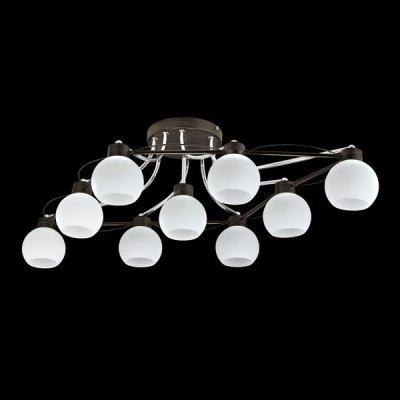 Люстра Maytoni TOC010-09-N Eurosize 10Потолочные<br>Девятиламповую потолочную люстру Maytoni TOC010-09-N от бренда Майтони вы сможете купить по доступной цене. На фото прекрасно видно, что ее арматура цвета темной венге, сделанная из изогнутого в форме параллелепипеда, металлического прута, во всей плоскости которого, вполне удачно закреплены белые плафоны, имеющие сферическую форму. Потолочная люстра, представленная в последней коллекции бренда Maytoni, станет украшением любой просторной комнаты, а чтобы она ярко светила, вам нужно заказать еще девять лампочек с цоколем Е 14, так как они не включены в указанную на сайте стоимость товара.<br><br>Установка на натяжной потолок: Да<br>S освещ. до, м2: 36<br>Крепление: Планка<br>Тип товара: Люстра<br>Тип лампы: накаливания / энергосбережения / LED-светодиодная<br>Тип цоколя: E14<br>Количество ламп: 9<br>MAX мощность ламп, Вт: 60<br>Диаметр, мм мм: 595<br>Высота, мм: 260<br>Цвет арматуры: серебристый