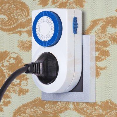 TMH-M-3 Электростандарт Розетка-таймерРозетка с таймером<br>Компактная модель TMH-M-3 оснащена электромеханическим таймером с 48 делениями. Интуитивно понятный механизм таймера позволяет программировать включения и выключения на сутки с интервалом в 30 минут. ? Защита от детей Питание: 220 – 240 В, 50 Гц Макс. мощность нагрузки: 3500 Вт Макс. ток нагрузки: 16 А Пылевлагозащищенность: IP20 Рабочая температура: 0° ... +55° С Временной интервал одного деления: 30 мин Таймер оборудован 48 делениями для программирования розетки-таймера на сутки.<br>