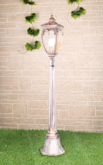 Andromeda F (GLYF-8024F) белое золото Электростандарт Светильник на столбеУличные светильники-столбы<br>Мощность: 60 Вт Цоколь: Е27 Питание: 220-240 В / 50 Гц Пылевлагозащищенность: IP 44 Размер: 150 х 150 х 1140 мм Гарантия 12 мес.<br><br>Тип лампы: Накаливания / энергосбережения / светодиодная<br>Тип цоколя: E27<br>Количество ламп: 1<br>MAX мощность ламп, Вт: 60