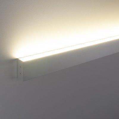ССП накладной односторонний 9W 600Lm 53см Электростандарт Профильный светодиодный светильникНакладные<br>Представляем Вашему вниманию новую серию встраиваемых светодиодных светильников. Светильники применяются для светового оформления бытовых и общественных помещений. Строгий стиль функциональность светильников позволяют использовать их в интерьерах, выполненных в различных стилях: от классических до ультрасовременных. Корпус светильника выполнен из алюминиевого анодированного профиля, который не подвержен коррозии и стоек к механическим воздействиям. В качестве источника света используются модули с ультраяркими SMD светодиодами, отличительными особенностями которых являются: долгий срок службы (до 100 000 ч), высокая энергоэффективность, индекс цветопередачи 82%. Равномерное распределение света обеспечивает гибкий Итальянский акриловый рассеиватель  Altuglas PMMA Matt. Обращаем внимание на то, что наша компания, кроме стандартных решений, предлагает услуги по изготовлению светильников по Вашим индивидуальным проектам. Размер профиля: 80 х 35 х 530 мм Мощность: 9 Вт Световой поток: 600 лм Угол свечения: 93° КПД трансформатора: 0,9 Питание: 220 В, 50 Гц Комплектация: провод сетевой: 1 м, комплект крепления.<br>
