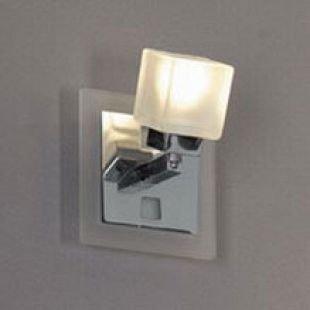 Светильник Lussole LSL-2101-01 Secinaro хромОдиночные<br>Светильники-споты – это оригинальные изделия с современным дизайном. Они позволяют не ограничивать свою фантазию при выборе освещения для интерьера. Такие модели обеспечивают достаточно качественный свет. Благодаря компактным размерам Вы можете использовать несколько спотов для одного помещения.  Интернет-магазин «Светодом» предлагает необычный светильник-спот Lussole LSL-2101-01 по привлекательной цене. Эта модель станет отличным дополнением к люстре, выполненной в том же стиле. Перед оформлением заказа изучите характеристики изделия.  Купить светильник-спот Lussole LSL-2101-01 в нашем онлайн-магазине Вы можете либо с помощью формы на сайте, либо по указанным выше телефонам. Обратите внимание, что мы предлагаем доставку не только по Москве и Екатеринбургу, но и всем остальным российским городам.<br><br>S освещ. до, м2: 3<br>Тип товара: Светильник поворотный спот<br>Тип лампы: галогенная<br>Тип цоколя: G9<br>Количество ламп: 1<br>Ширина, мм: 110<br>MAX мощность ламп, Вт: 40<br>Расстояние от стены, мм: 140<br>Высота, мм: 110<br>Оттенок (цвет): белый матовый<br>Цвет арматуры: серебристый