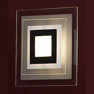 Светильник Lussole LSN-0771-01Квадратные<br>Дополнить современный стиль интерьера, сделать световой акцент на части стены, подчеркнуть архитектурные особенности, выделить картину или зеркало Вам поможет настенный светильник серии Lussole LSN-0771-01! «Геометрическая» квадратная форма повторяется в рисунке плафона, что выглядит очень эффектно и ярко. «Холодная» цветовая гамма создает вокруг себя атмосферу элегантности и «спокойной» красоты. Рекомендуем Вам использовать бра в комплекте из нескольких экземпляров, тогда интерьер будет выглядеть «законченным» и совершенным, как будто над ним поработал профессиональный дизайнер.<br><br>S освещ. до, м2: 1<br>Тип лампы: LED - светодиодная<br>Тип цоколя: LED<br>Количество ламп: 1<br>Ширина, мм: 180<br>MAX мощность ламп, Вт: 3<br>Длина, мм: 180<br>Расстояние от стены, мм: 60