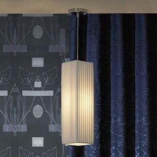 Светильник подвесной Lussole lsq-1506-01Одиночные<br>Оригинальный подвесной светильник Lussole lsq-1506-01 прекрасно «впишется» в любой современный интерьер! «Строгая» прямоугольная конструкция без декоративных элементов «смягчена» за счет материала плафона – «гофрированной» ткани белого оттенка. Создаваемое освещение получается «мягким» и приятным для зрения. «Вытянутая» форма особенно «выигрышно» будет смотреться в помещении с высоким потолком. А чтобы пространство выглядело «цельным», уютным и продуманным, рекомендуем добавить в интерьер настольную лампу и торшер из этой же серии.<br><br>Установка на натяжной потолок: Да<br>S освещ. до, м2: 4<br>Крепление: Планка<br>Тип лампы: накаливания / энергосбережения / LED-светодиодная<br>Тип цоколя: E27<br>Количество ламп: 1<br>Ширина, мм: 150<br>MAX мощность ламп, Вт: 60<br>Длина, мм: 150<br>Цвет арматуры: серебристый