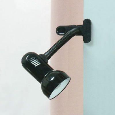 Светильник Lussole lst-4914-01На прищепке<br>Светильники-споты – это оригинальные изделия с современным дизайном. Они позволяют не ограничивать свою фантазию при выборе освещения для интерьера. Такие модели обеспечивают достаточно качественный свет. Благодаря компактным размерам Вы можете использовать несколько спотов для одного помещения.  Интернет-магазин «Светодом» предлагает необычный светильник-спот Lussole LST-4914-01 по привлекательной цене. Эта модель станет отличным дополнением к люстре, выполненной в том же стиле. Перед оформлением заказа изучите характеристики изделия.  Купить светильник-спот Lussole LST-4914-01 в нашем онлайн-магазине Вы можете либо с помощью формы на сайте, либо по указанным выше телефонам. Обратите внимание, что у нас склады не только в Москве и Екатеринбурге, но и других городах России.<br><br>S освещ. до, м2: 4<br>Тип лампы: накал-я - энергосбер-я<br>Тип цоколя: E27<br>Количество ламп: 1<br>Ширина, мм: 160<br>MAX мощность ламп, Вт: 60<br>Высота, мм: 310<br>Цвет арматуры: черный