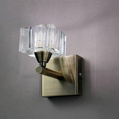 Светильник Mantra 1102 CUADRAXсовременные бра модерн<br><br><br>S освещ. до, м2: 2<br>Тип лампы: галогенная / LED-светодиодная<br>Тип цоколя: G9<br>Цвет арматуры: бронзовый античный<br>Количество ламп: 1<br>Ширина, мм: 155<br>Размеры: W 150 H 150 Выступ<br>Длина, мм: 85<br>Высота, мм: 130<br>MAX мощность ламп, Вт: 40