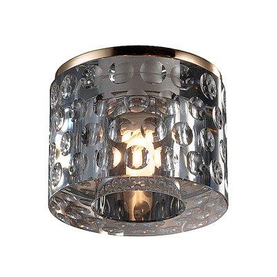 Novotech OVAL 369462 Встраиваемый светильникКруглые<br>Декоративный встраиваемый светильник модели Novotech 369462 из серии OVAL отличается следующим качеством: Корпус светильника сделан из металла. Это популярный и востребованный материал благодаря ряду качеств. К ним относится: повышенная прочность, износостойкость и долговечность.  Декоративный плафон произведен из хрусталя. Он обладает высоким показателем плотности, прозрачности и блеска. Благодаря содержанию свинца (не менее 30%) и определённому подбору углов, образуемых гранями, изделия из хрусталя отличаются необыкновенно яркой, многоцветной игрой света, чарующей магией красоты, совершенства и роскоши.<br><br>S освещ. до, м2: 2<br>Тип лампы: галогенная<br>Тип цоколя: G9<br>MAX мощность ламп, Вт: 40<br>Диаметр, мм мм: 80<br>Диаметр врезного отверстия, мм: 60<br>Высота, мм: 95<br>Оттенок (цвет): прозрачный<br>Цвет арматуры: Золотой