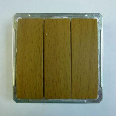 Выключатель Wessen 59 трехклавишный бук (VS0516-351-8-86)БУК<br>250В, 16АХ, скрытой установки, без рамки<br><br>Оттенок (цвет): под дерево